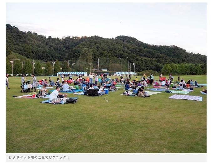 公園として人々が過ごせる佐野国際クリケット場の芝生グランド サマーピクニック&クリケットin佐野の様子