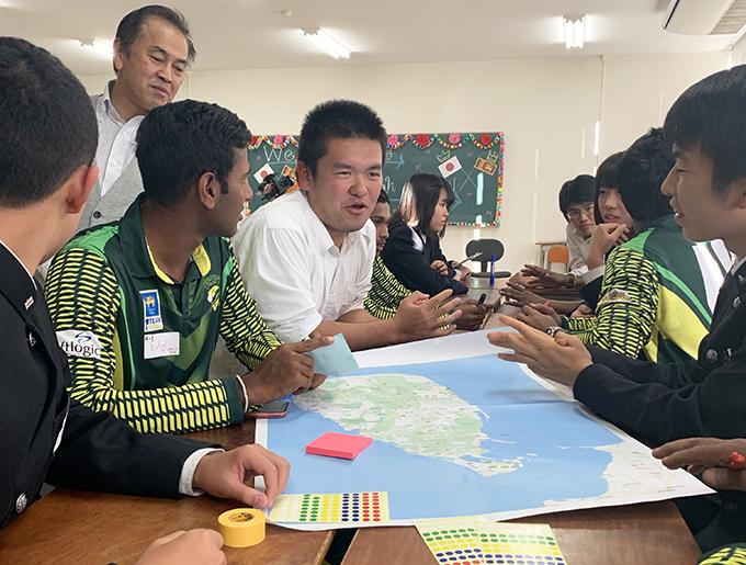 スリランカU19選手と佐野高校の生徒 ワークショップの様子 マッピング